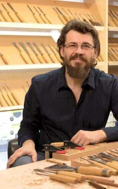 Alexander Grabovetskiy Woodcarver -Woodcarving School- school of woodworking