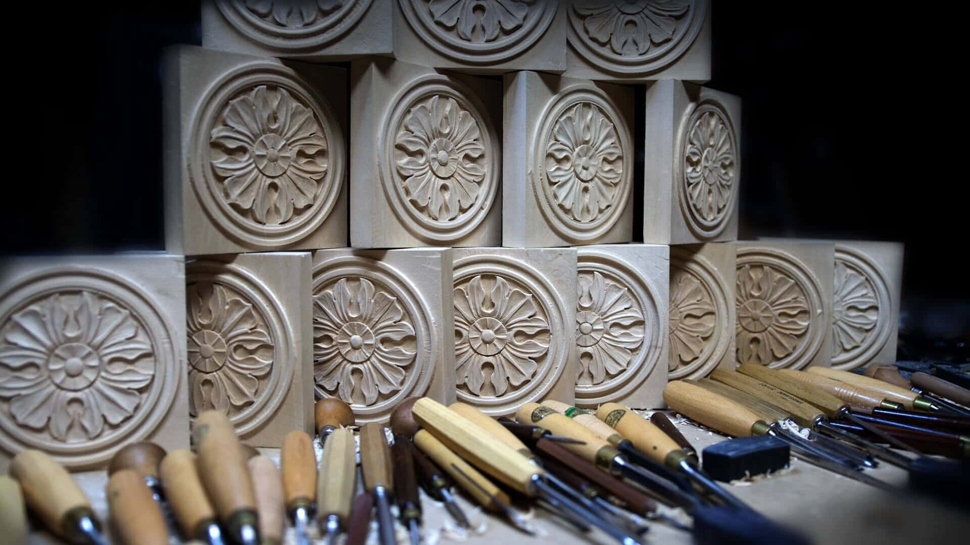 School of Woodcarving | Learn to carve Antique Style Rosette - Corner Block online woodcarving School https://schoolofwoodcarving.com #woodworking #woodcarving @grabovetskiy