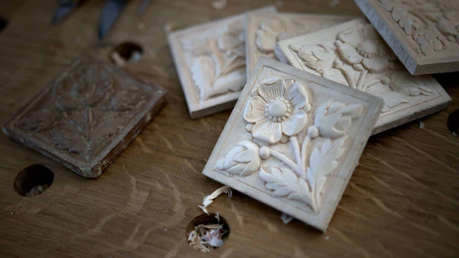 Woodcarving School with Classical Flair - Carving Flower Rosette- Corner Block - with Alexander Grabovetskiy - Woodcarver -@grabovetskiy #woodcavingschool